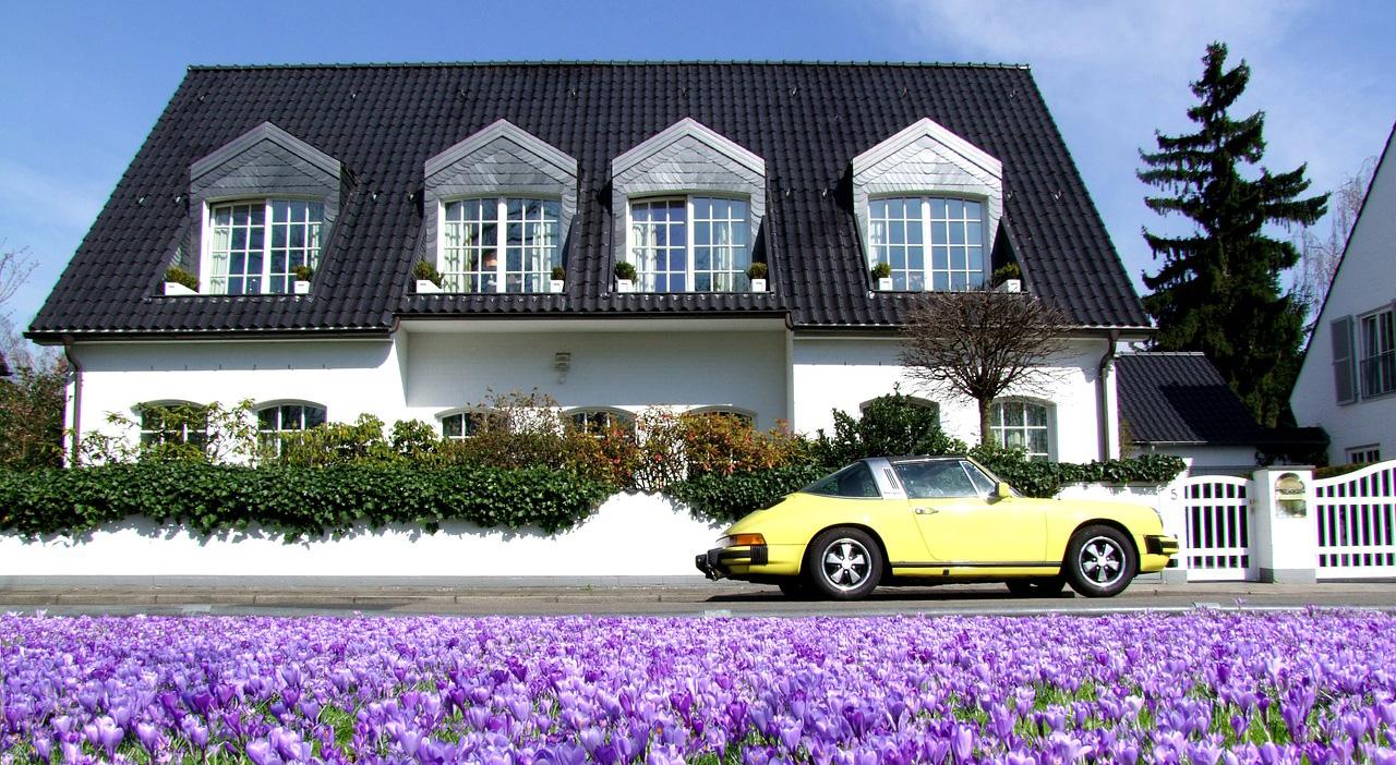 Eigenheim mit Auto