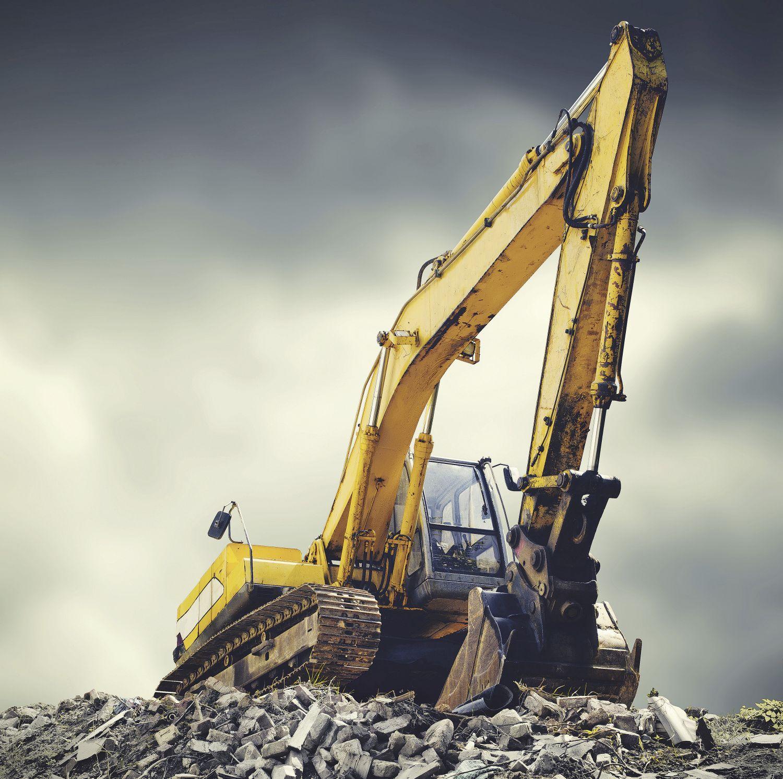 Bagger auf einem Steinhaufen; Thema: Bau